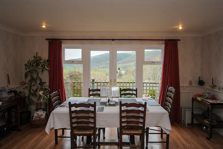 Breakfast with a stunning view - Machynlleth - Bed & Breakfast