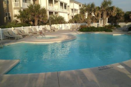 Wonderful Ocean Side Condo - Apartament