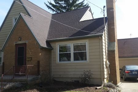 Charming full upstairs apt near MSU - Lansing