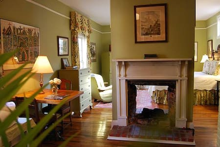Historic Inn room near the River - Columbus - Bed & Breakfast