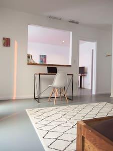 Quiet comfortable apartment in live/work loft - Apartment