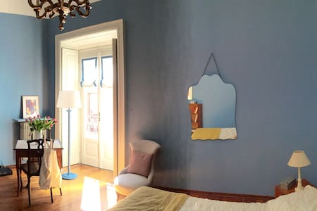 A special nest within the old town - Como - Bed & Breakfast