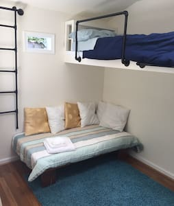 Private Lil' House in Temescal - Women Only - House