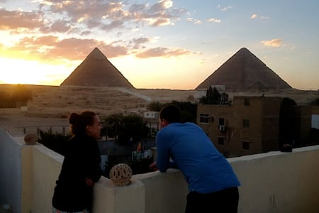 Single Room +Tour Services @ Pyramids Loft,Cairo - Ház