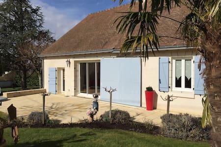Longère rénovée piscine couverte - House
