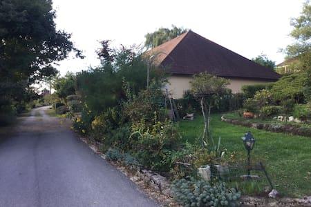 Chambre 1 dans villa tout confort - Branges - House