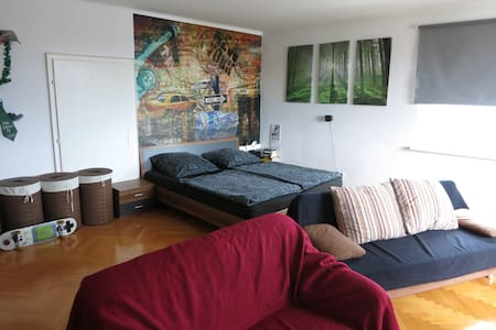Privates Room in 4 People Commune - Graz