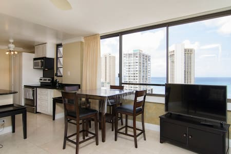 1 BR with Ocean View & Free Parking - Honolulu - Apartment