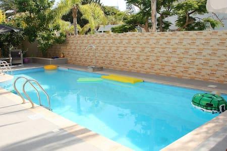 room for 4 person in a mini-hotel -villa - Ashdod
