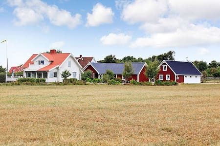 Here You are within reach of everything! Most economical living option at Farmhouse. Clean and simple and cheap:) oceanfront with miles of coastline with cliffs and beaches. Within walking distance as well to shopping and restaurants in Varberg. Birdsanctuary is next door:) Shared bath next door.