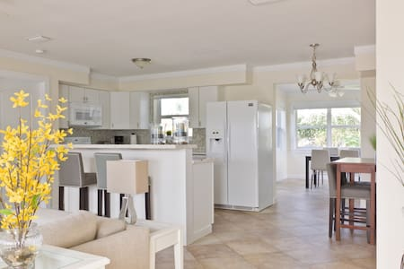 7 blocks to Mizner Park, less than 2 miles to the beach - this home is absolutely adorable and is a recent, complete remodel. All of the rooms are spacious with large windows & wonderful natural lighting. The yard is huge with mature landscaping.