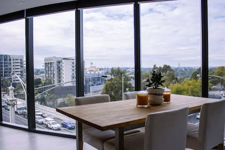 2BED&2BATH Sunlit Apartment+CarPrk
