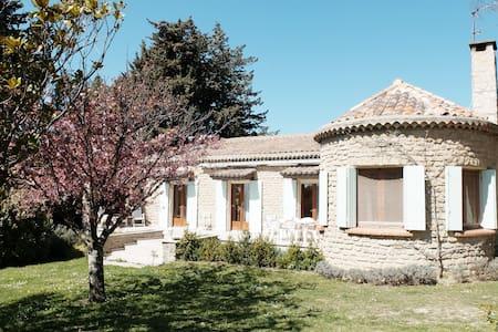 Provençal Cottage with Pool - Haus