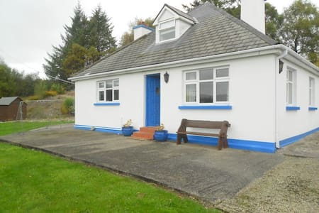 4 Beds - 2 Bath Approved Cottages of Ireland House to let - 4 Beds - 2 Baths To Let 4 Bedroom House on the Ring of Kerry with magnificent views over the Kenmare Bay. 3 miles from the picturesque village of Sneem. Beach 20 minutes drive Ideal location