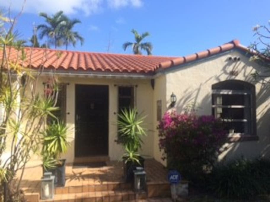 Nestled in tall shrubs and hedges with towering palms surrounding the property - you'll feel like you are on an island in the very center of everything in Sobe!  A little koi pond and fountain the front yard gives a peaceful welcome!