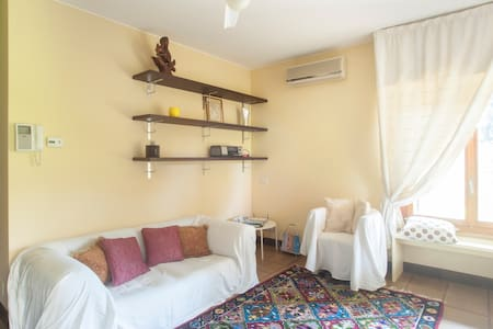 One bed-room flat 30 min.from Milan - Huoneisto