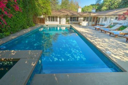 2b/2bt Relaxing Pool Home!