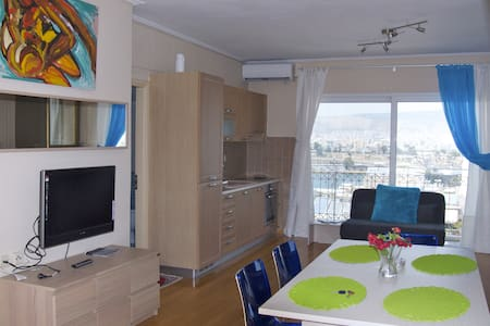 Room type: Entire home/apt Property type: Apartment Accommodates: 5 Bedrooms: 1 Bathrooms: 2