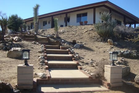 360 View near Joshua Tree Park - Yucca Valley - Haus