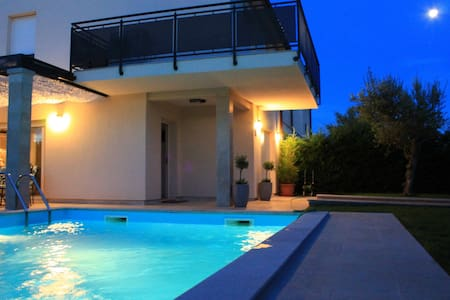 Villa Divina with heated pool - Haus