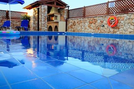 luxury villa κοντα στη θαλασσα - Villa