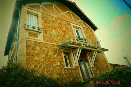 Au pays des Impressionistes - House