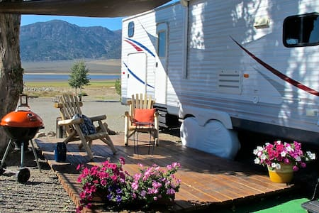 Lake & Mountain view Spacious RV