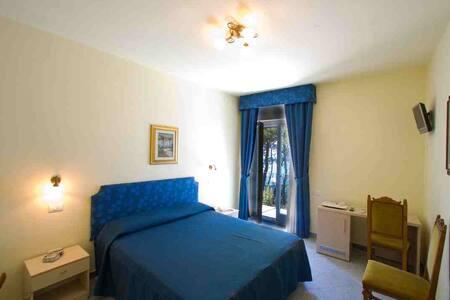 Camera vista mare immersa nel verde - Massa Lubrense - Bed & Breakfast