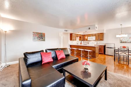 Refreshed spacious 2br/2ba near Strip and Airport! - Apartment
