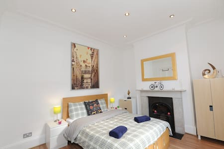 Large Double Room - Zone 1- Islington - QH1 - House