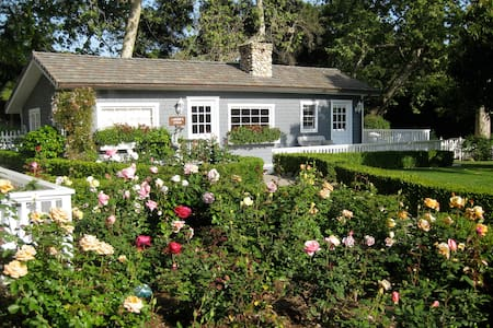 Charming English Country Cottage - Montecito - Ház