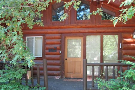 Quail Cabin - Ski Trail & Hot Tub - House