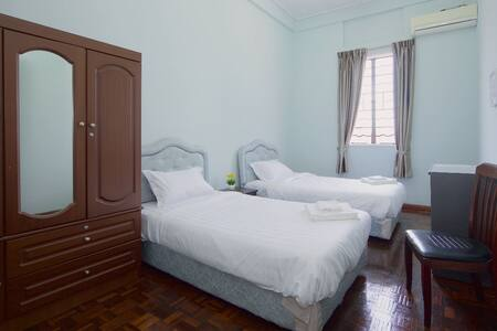24/7 Free Airport Transfer Room - Bed & Breakfast