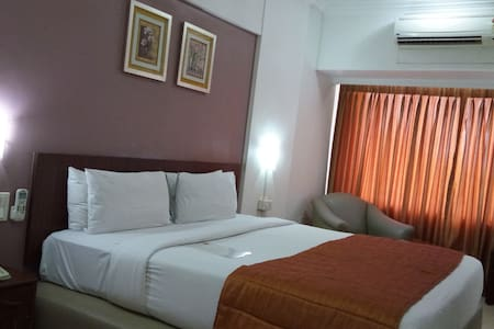Hotel Royal Park - By Spree - Pune - Bed & Breakfast