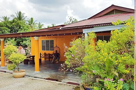 Cozy and Clean Garden Homestay - Masjid Tanah