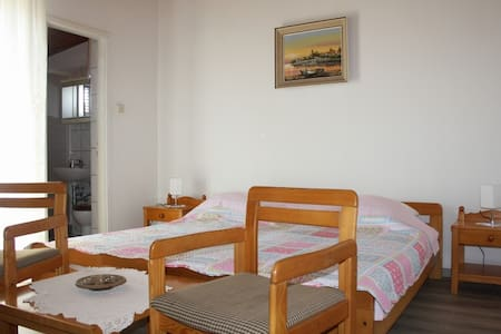 Affordable room Ana with shared kitchen nr. 2 - Isola di Krk