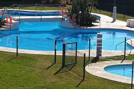 Beachside Living .  2 bedrooms and 2 bathrooms. - La Cala de Mijas - Apartment