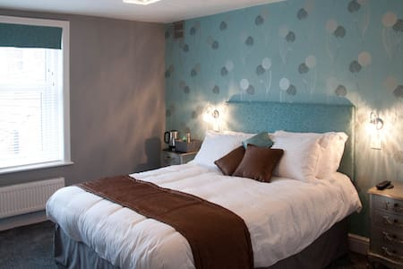 Large room B & B with large ensuite - Warminster - Bed & Breakfast