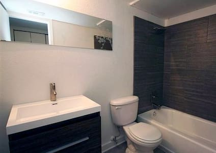 Newly renovated 2 bedroom townhome, Central Austin - Austin - Byhus