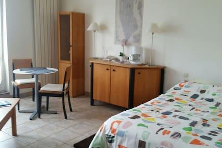 Studio bien équipé proche du centre ville - Bertrange - Apartment