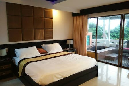 Room Terrace - Muang Pattaya - Bed & Breakfast