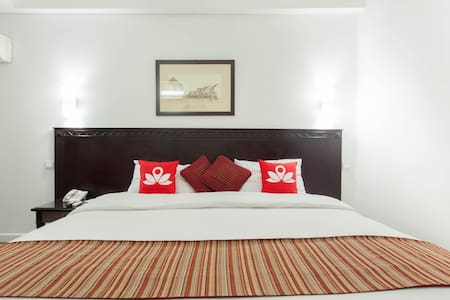 Elegant room at Menteng Syariah - Bed & Breakfast