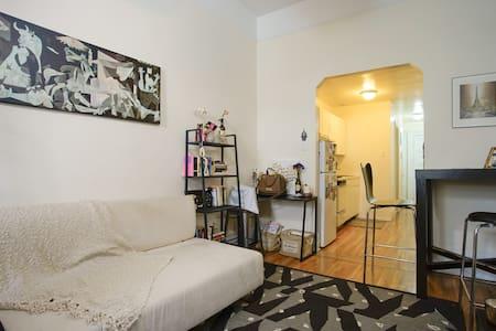 *Charming *Upper West Side* Studio* - New York - Appartement