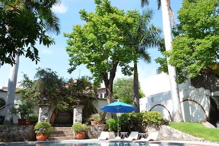 Charming room in Mexican Villa II - Tlaquiltenango - Bed & Breakfast