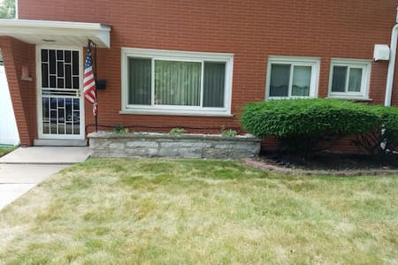 Cozy 1 bedroom apartment. - Lansing - Appartement