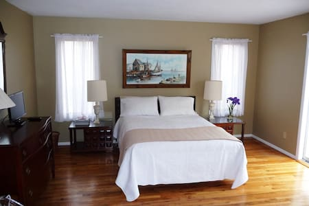 Guest Room Big as a Studio Apt! Separate Entrance! - East Hampton - House