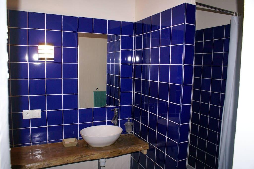 salle de douche attenante Ch n°1