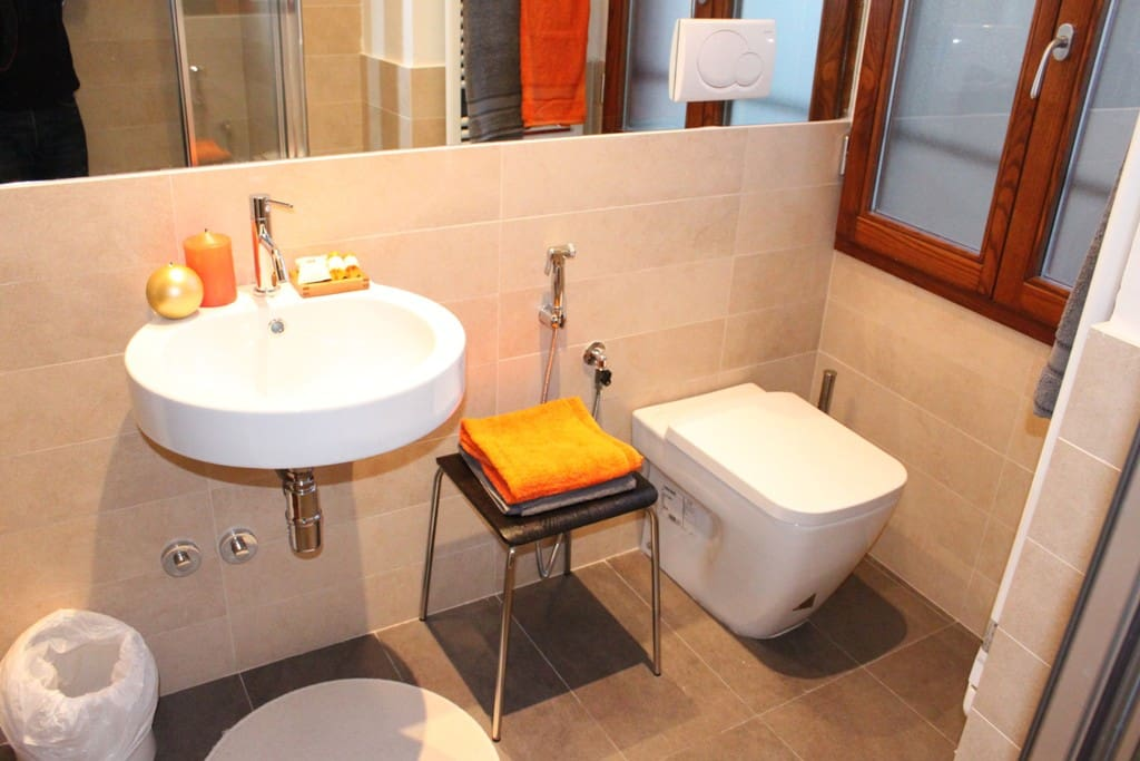 Bathrooms at Sette Angeli Rooms Florence