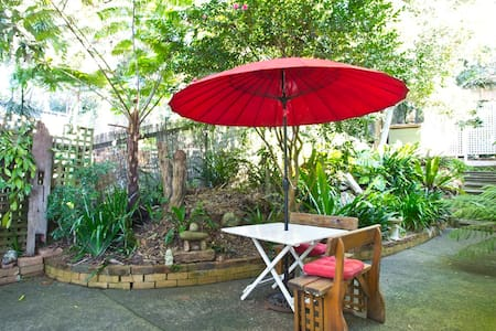 Avoca Beach Garden Studio - Bed & Breakfast