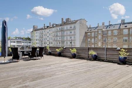Spacious and stylish penthouse. Completely private. Nobody can look in.  Huge balcony  and rooftop terrace with full view of the city. Full Kitchen. King sized double bed. The large sofa can be used as a bed. 10 min. from city centre by metro